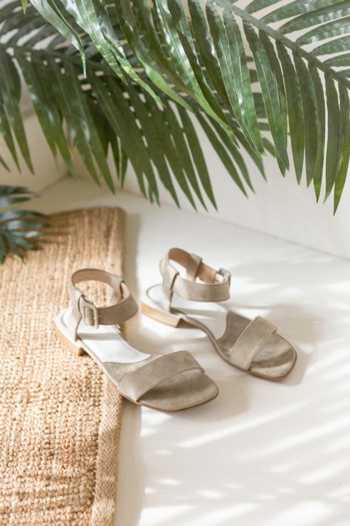 sandalia ante caqui