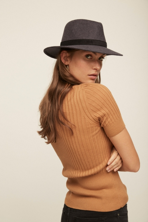 sombrero estilo fedora gris antracita