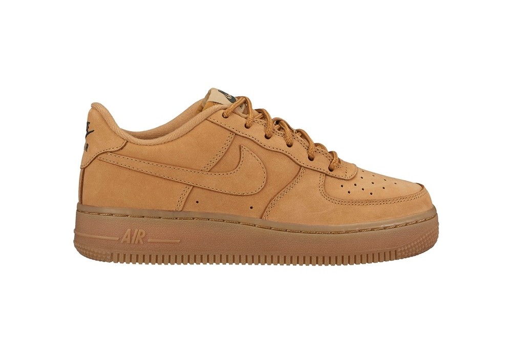 new products 9489d 7eeab NIKE NIKE AIR FORCE 1 WINTER PRM GS FLAX FLAX OUTDOOR GREEN GUM LI.  Zapatillas ...