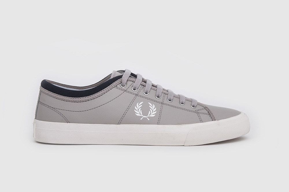 Zapatillas Fred Perry modelo Kendrick Reverses Tipped Cuff Canvas en color gris para hombre-f