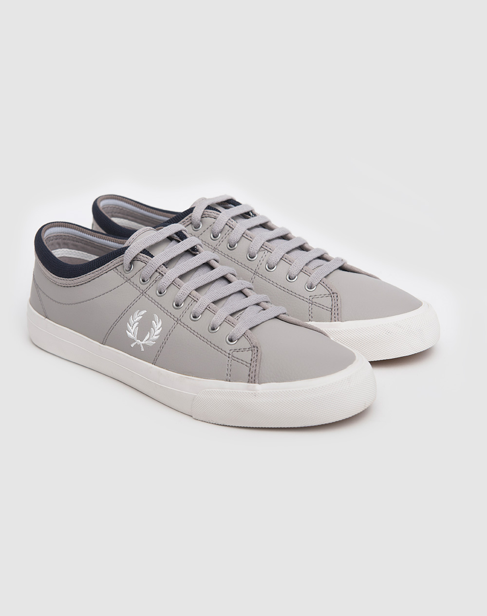 Zapatillas Fred Perry modelo Kendrick Reverses Tipped Cuff Canvas en color gris para hombre