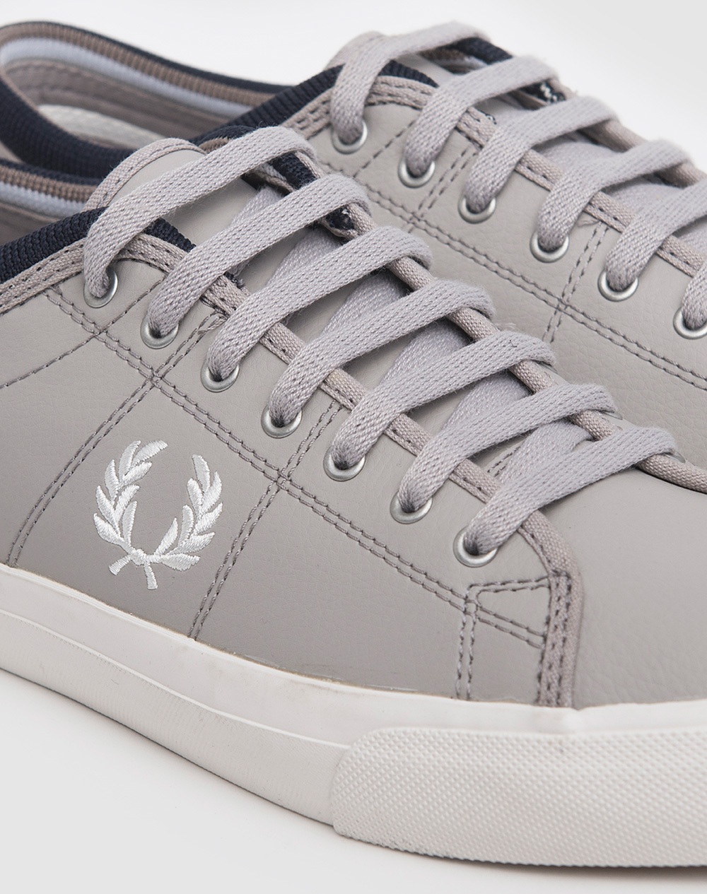 Zapatillas Fred Perry modelo Kendrick Reverses Tipped Cuff Canvas en color gris para hombre-d