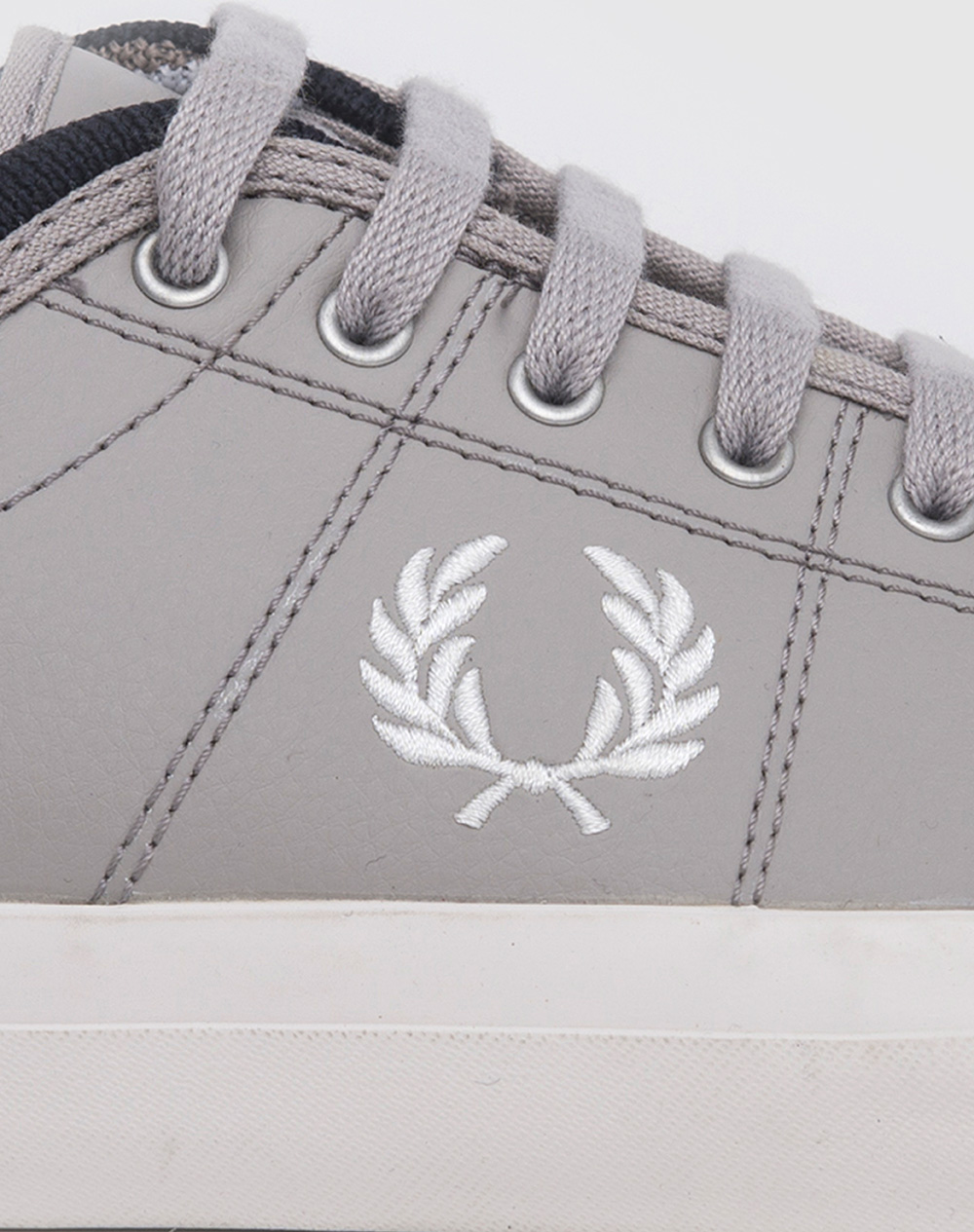 Zapatillas Fred Perry modelo Kendrick Reverses Tipped Cuff Canvas en color gris para hombre-e