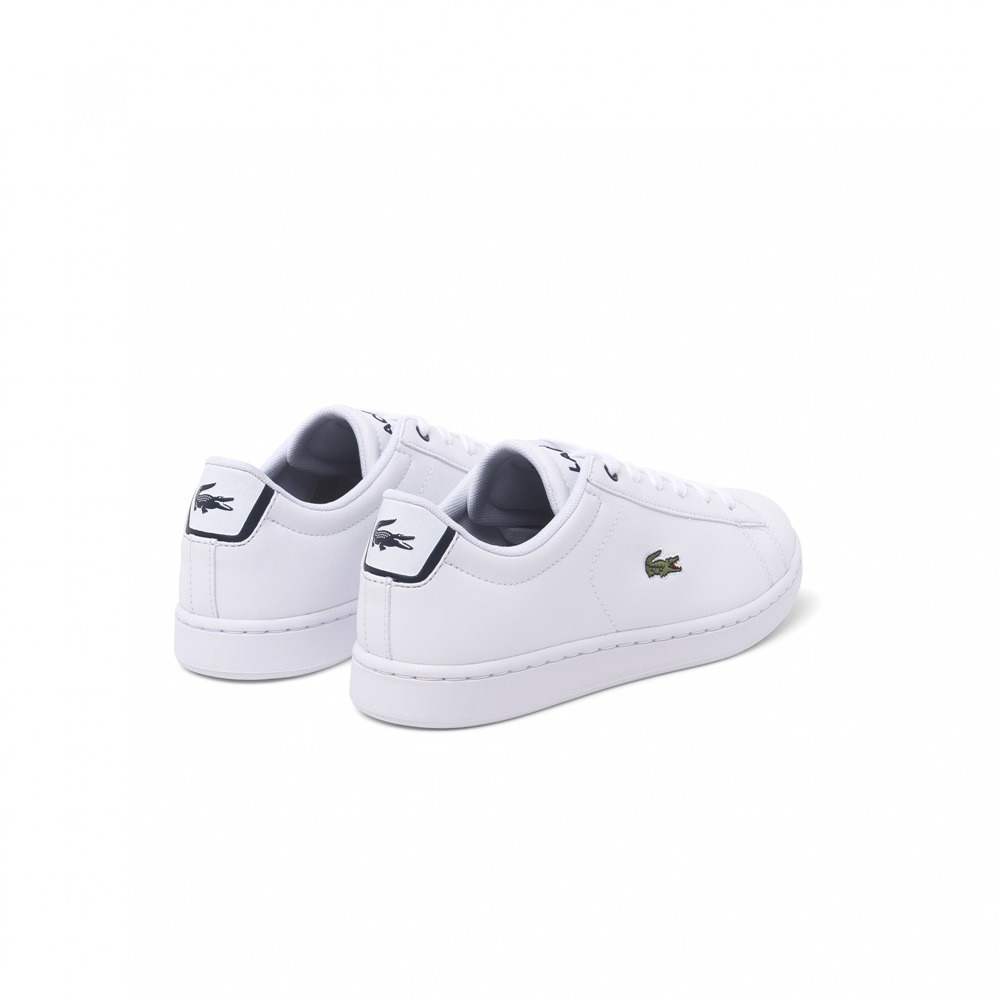 Zapatillas Lacoste modelo Carnaby en color blanco con azul para junior