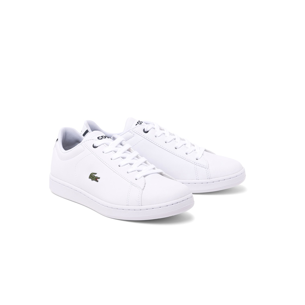 Zapatillas Lacoste modelo Carnaby en color blanco con azul para junior-b