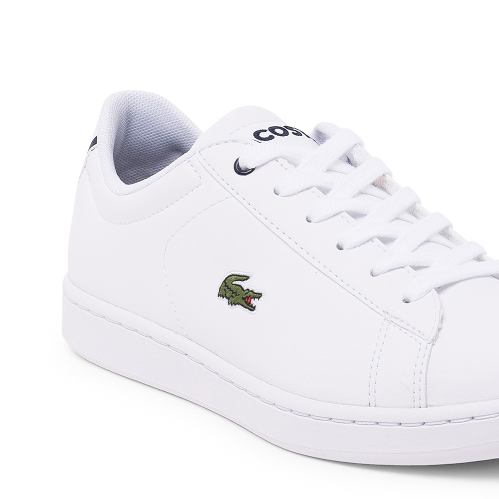 Zapatillas Lacoste modelo Carnaby en color blanco con azul para junior-e