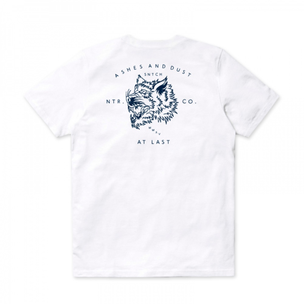 Camiseta Snatch and Clash modelo Ashes and Dust en color blanco