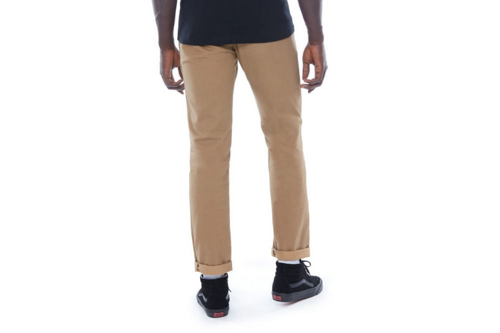 Pantalón Vans MN AUTHENTIC CHINO para hombre en color camel-a