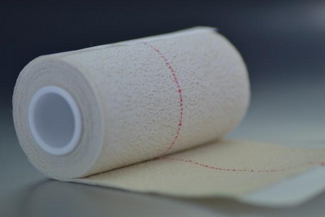 Venda elástica Adhesiva 10 cm.x 4,5m. Hospitalaria