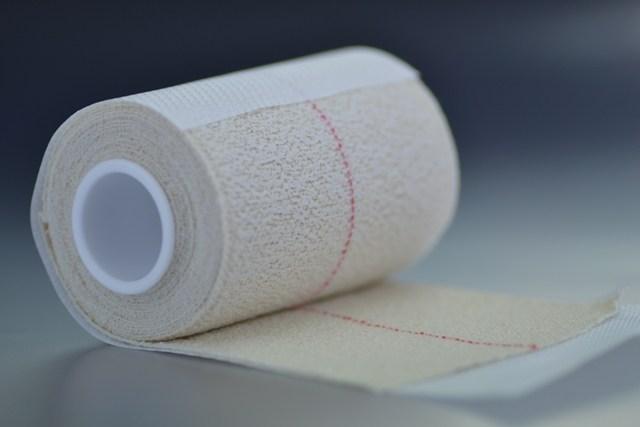Venda elástica Adhesiva 8 cm.x 4,5m. Hospitalaria