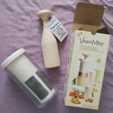 Vegan Milker con mortero de madera by Chufamix