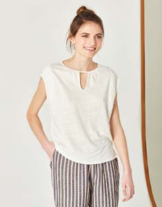 Linen T-shirt with lace