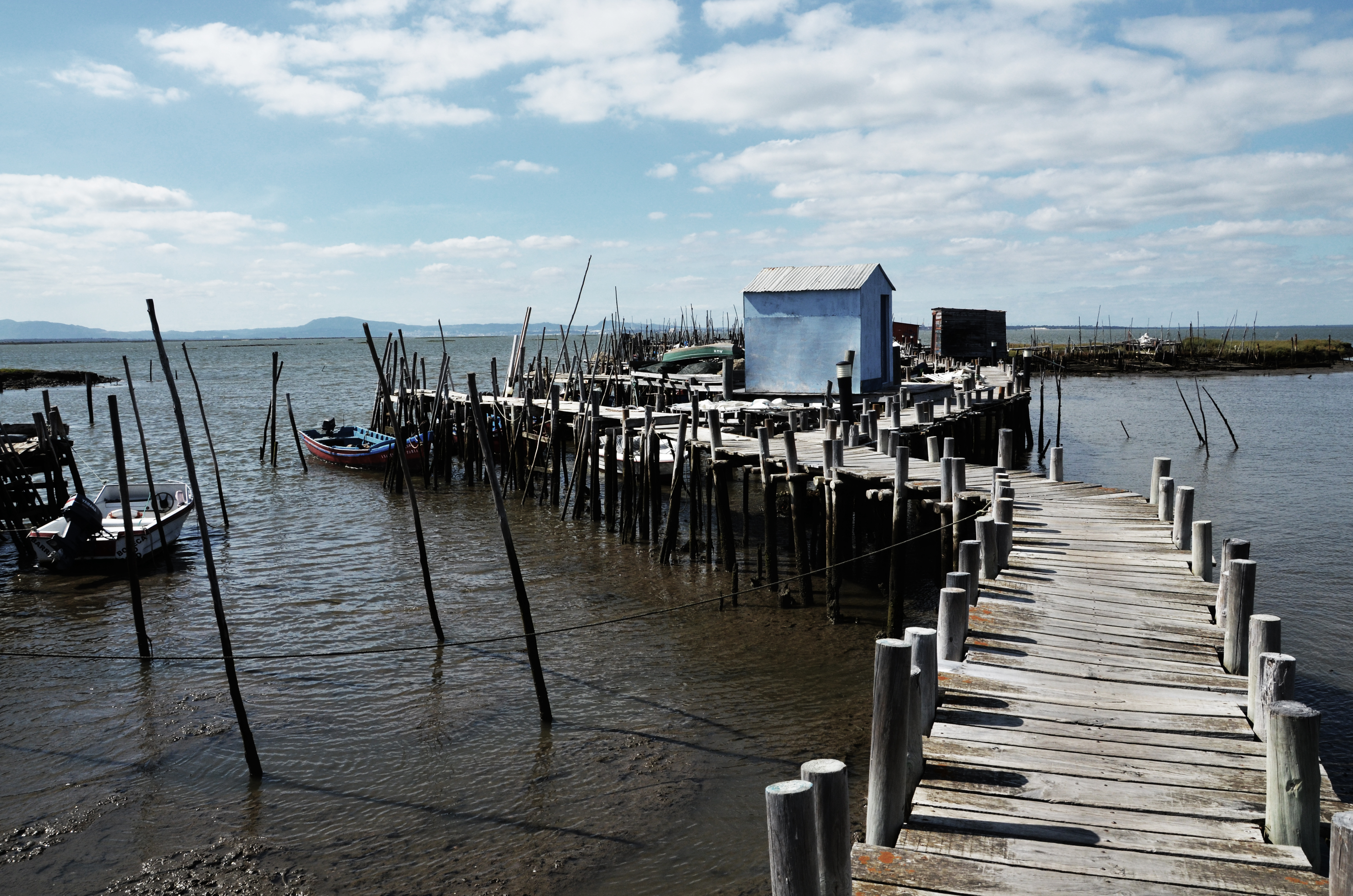 otra de nuestras zonas favoritas es el puerto palaftico de construido por los mismos pescadores es una visita obligatoria por
