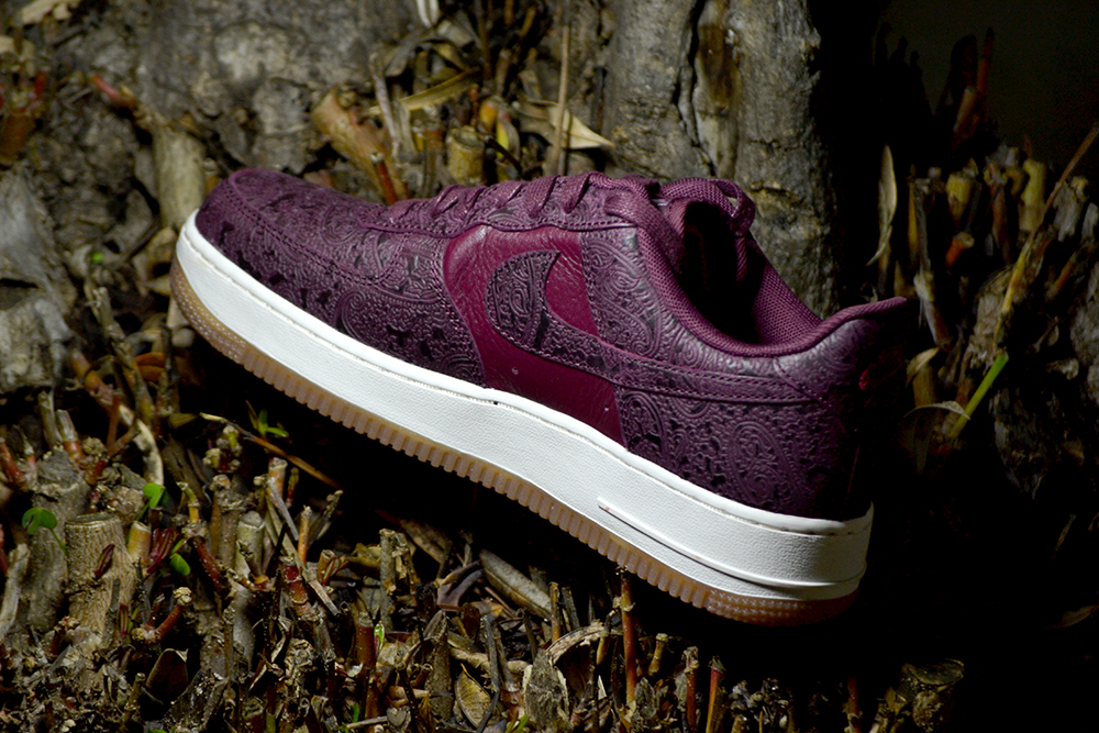 NIKE WMNS AIR FORCE 1 07 PRM ESS