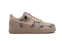 Sneakers Nike Wmns Air Force 1 07 Lx 898889 202 Brutalzapas