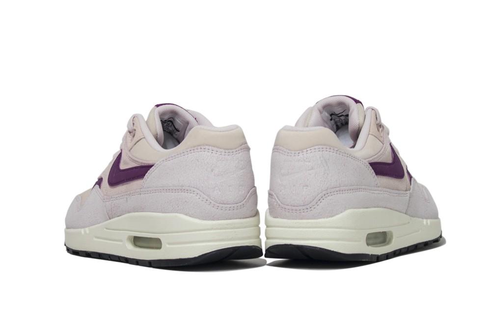 6baba66ef63710 Sneakers Nike wmns air max 1 454746 604 - Nike