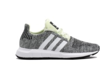 Baskets Adidas Swift Run J AC8443 Brutalzapas