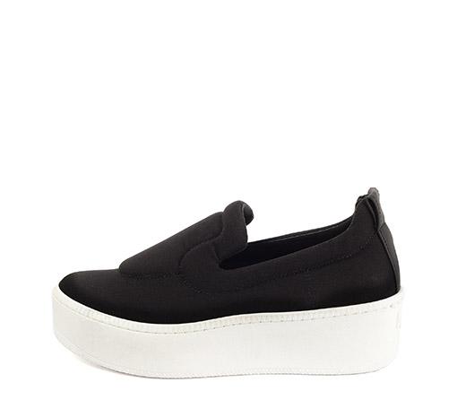 Ref 3311 Sneaker tela neopreno. Plataforma de goma blanca de 5 cm. Detalle trasero en piel negro.