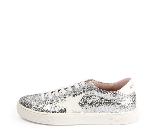 Ref. 3317 Sneaker glitter dorado con detalle estrella blanca y parte trasera blanco. Altura plataforma 3 cm.