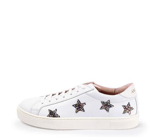 Ref. 3320 Sneaker piel blanca con detalle estrellas glitter colores. Altura plataforma 3.5 cm.