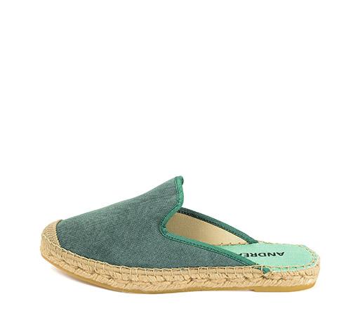 Ref. 3442 Zapato tipo babucha en tela color verde. Plataforma de 2 cm.