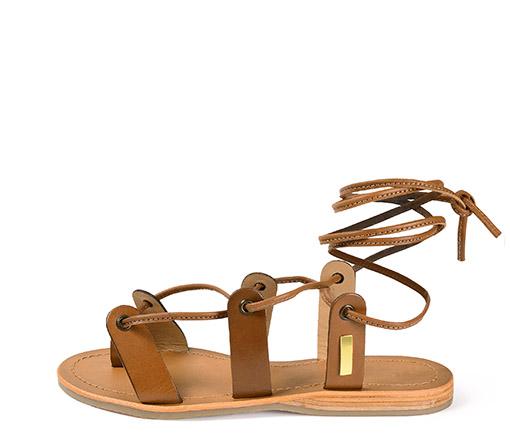 Ref. 3521 Sandalia piel camel con tiras al tobillo. Plantilla piel y suela piel.