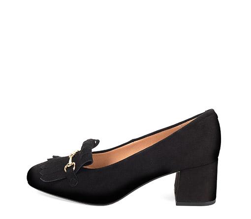 Ref. 3636 Zapato serraje negro con detalle metalico dorado y flecos. Altura tacón 5.5 cm y sin plataforma delantera.