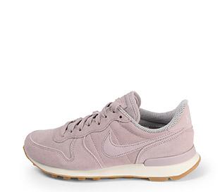 Ref. 3758 Nike internatiolalist serraje rosa palo con simbolo y cordones al tono.