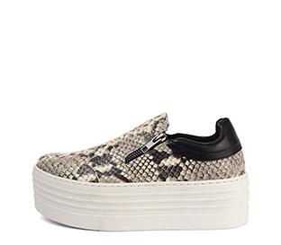 Ref. 3762 Sneaker piel grabado serpiente beige con detalle de dos cremalleras. Plataforma blanca de 5.5 cm. Detalle trasero en piel negra.