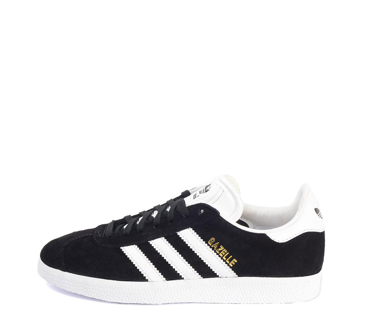 Ref: 3776 Adidas serraje negro con detalles en piel blanco. Cordones al tono y blancos de repuesto