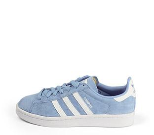 Ref: 3778 Adidas Campus serraje azul bebé con detalles en color blanco. Suela blanca. Cordones al tono.