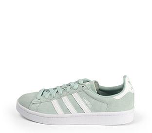 Ref: 3779 Adidas Campus serraje verde agua con detalles en color blanco. Suela blanca. Cordones al tono.