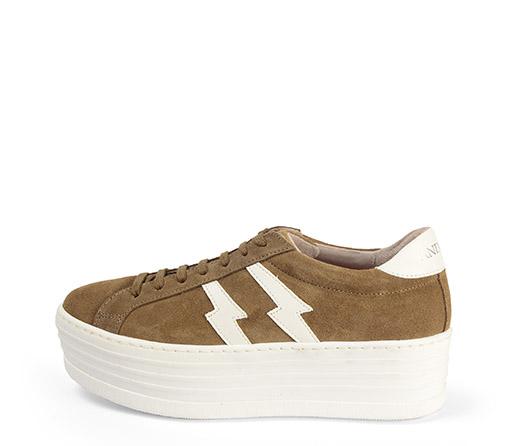 Ref. 3783 Sneaker serraje visón con dos rayos en piel blanca en el exterior y en el interior. Cordones al tono. Plataforma de 5.5 cm.