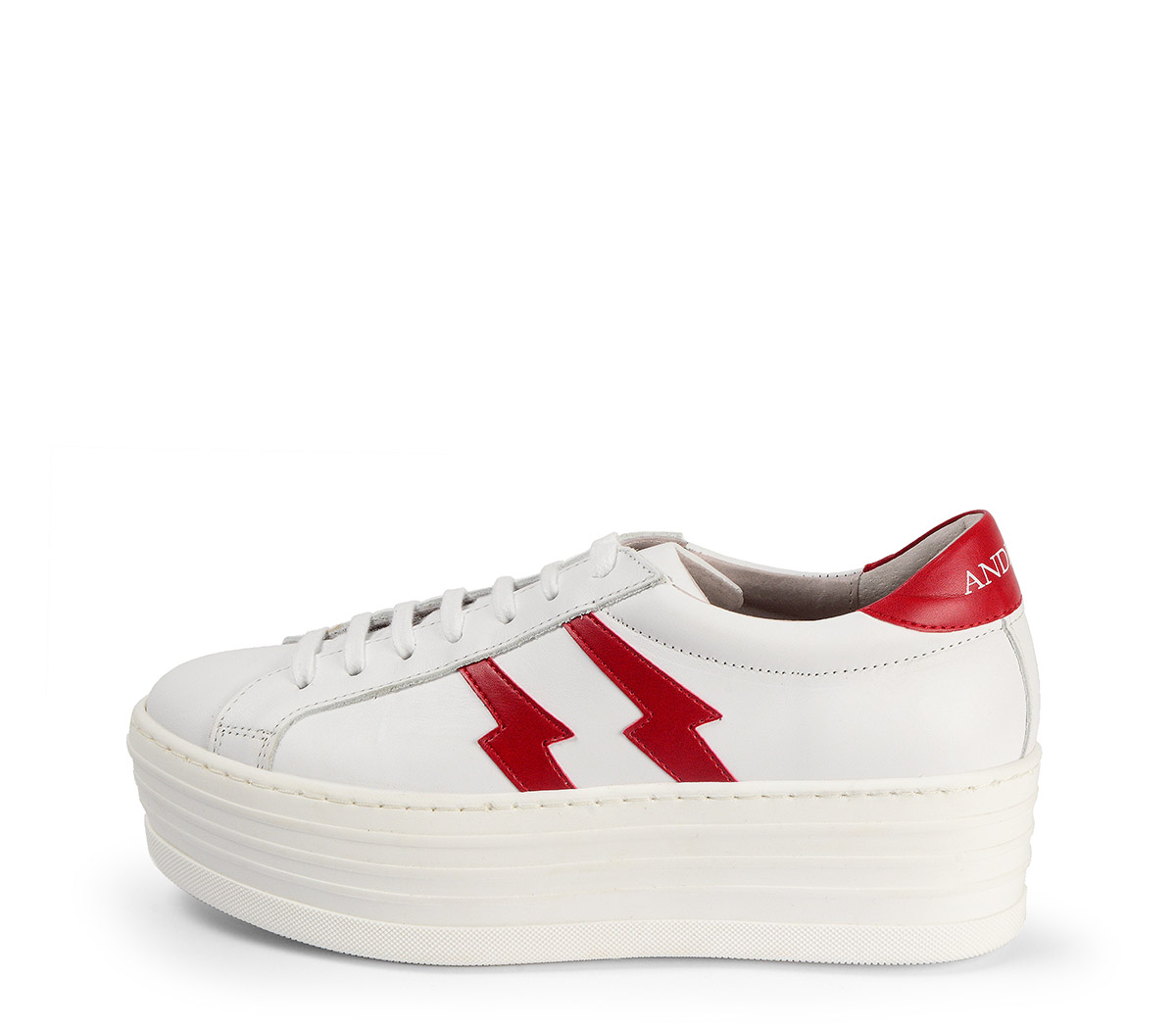 Ref. 3784 Sneaker de piel en blanco con dos rayos en piel roja en el exterior y en el interior. Cordones al tono. Plataforma de 5.5 cm.
