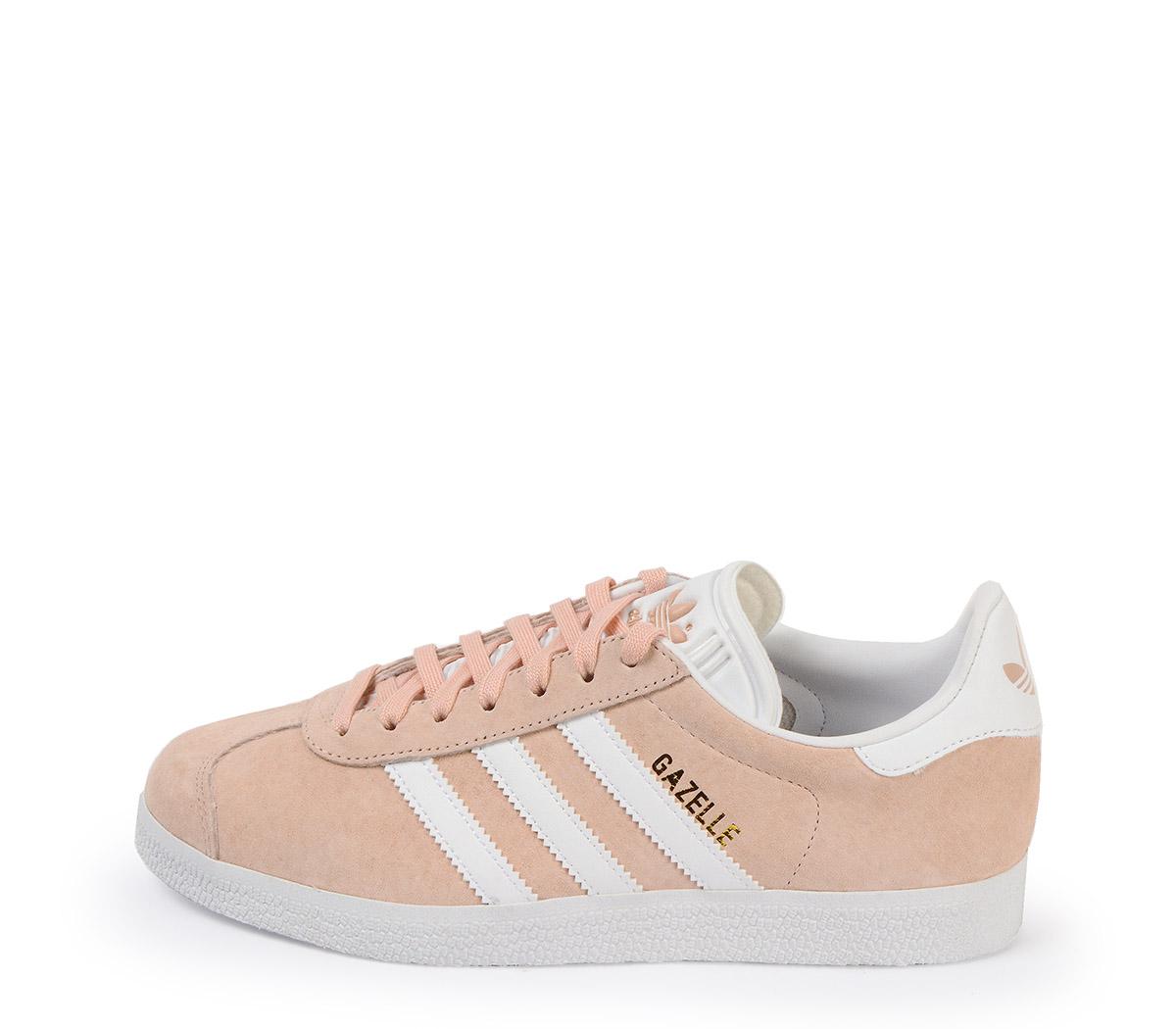 Ref: 3800 Adidas Gazelle serraje rosa palo con detalles en piel blanco. Cordones al tono y blancos de repuesto.