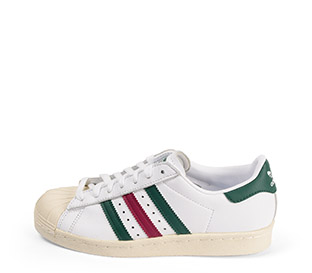 Ref: 3802 Adidas Superstar piel blanca con detalles en verde y granate. Cordones blancos.