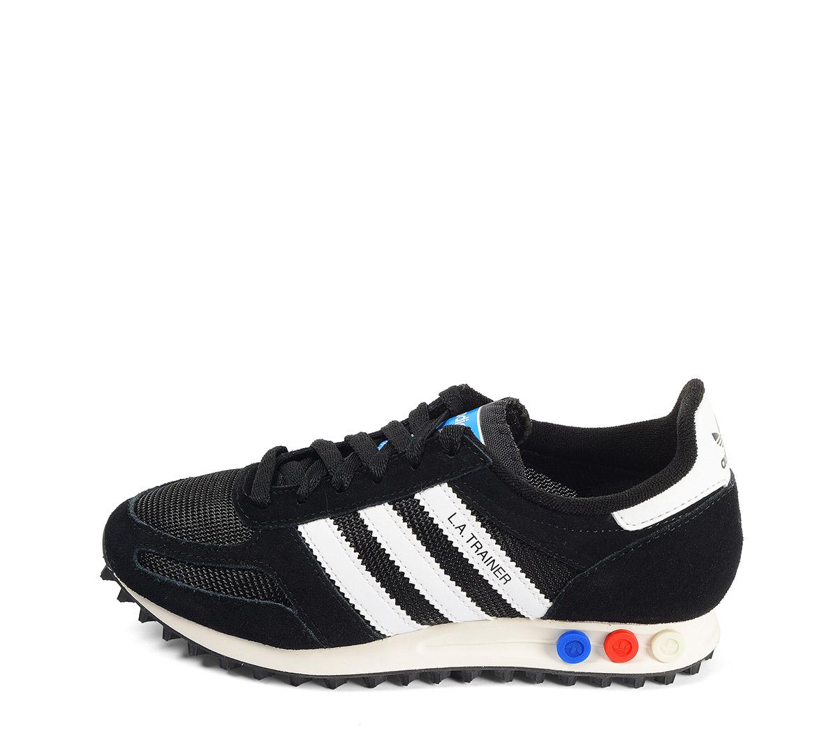 Ref: 3809 Adidas L.A Trainer serraje negro con detalles en piel blanco. Botones tricolor en la suela. Cordones negros.