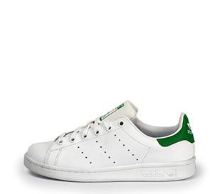Ref. 3814 Adidas Stan Smith piel blanca con detalles verdes y cordones blancos.