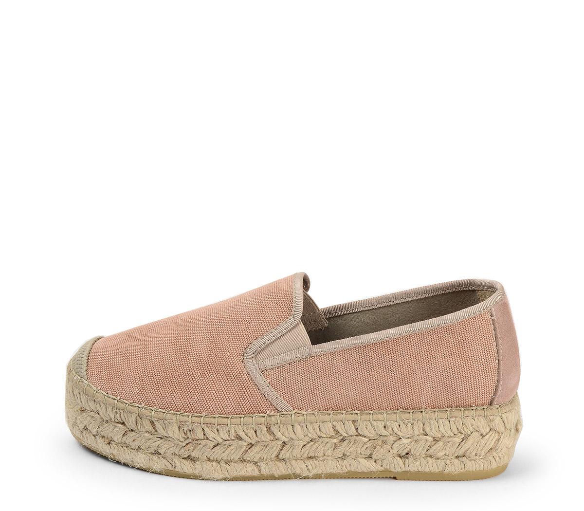 Ref. 3820 Zapato tela rosa con plataforma de esparto de 4 cm.
