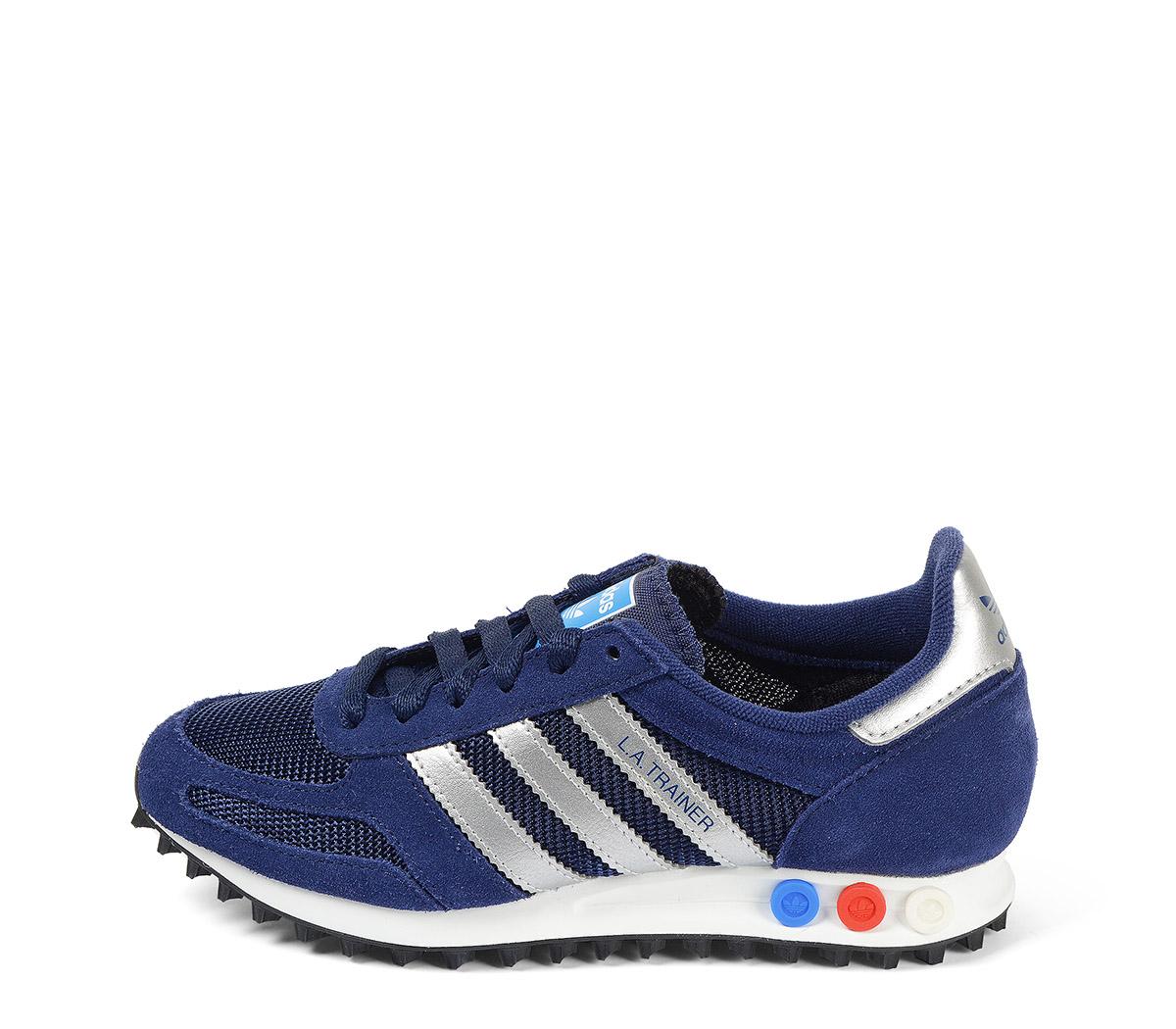 Ref: 3809 Adidas L.A Trainer serraje azul con detalles en piel plata. Botones tricolor en la suela. Cordones azules.
