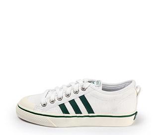 Ref. 3879 Adidas Nizza en tela blanca con detalles en verde. Cordones al tono.
