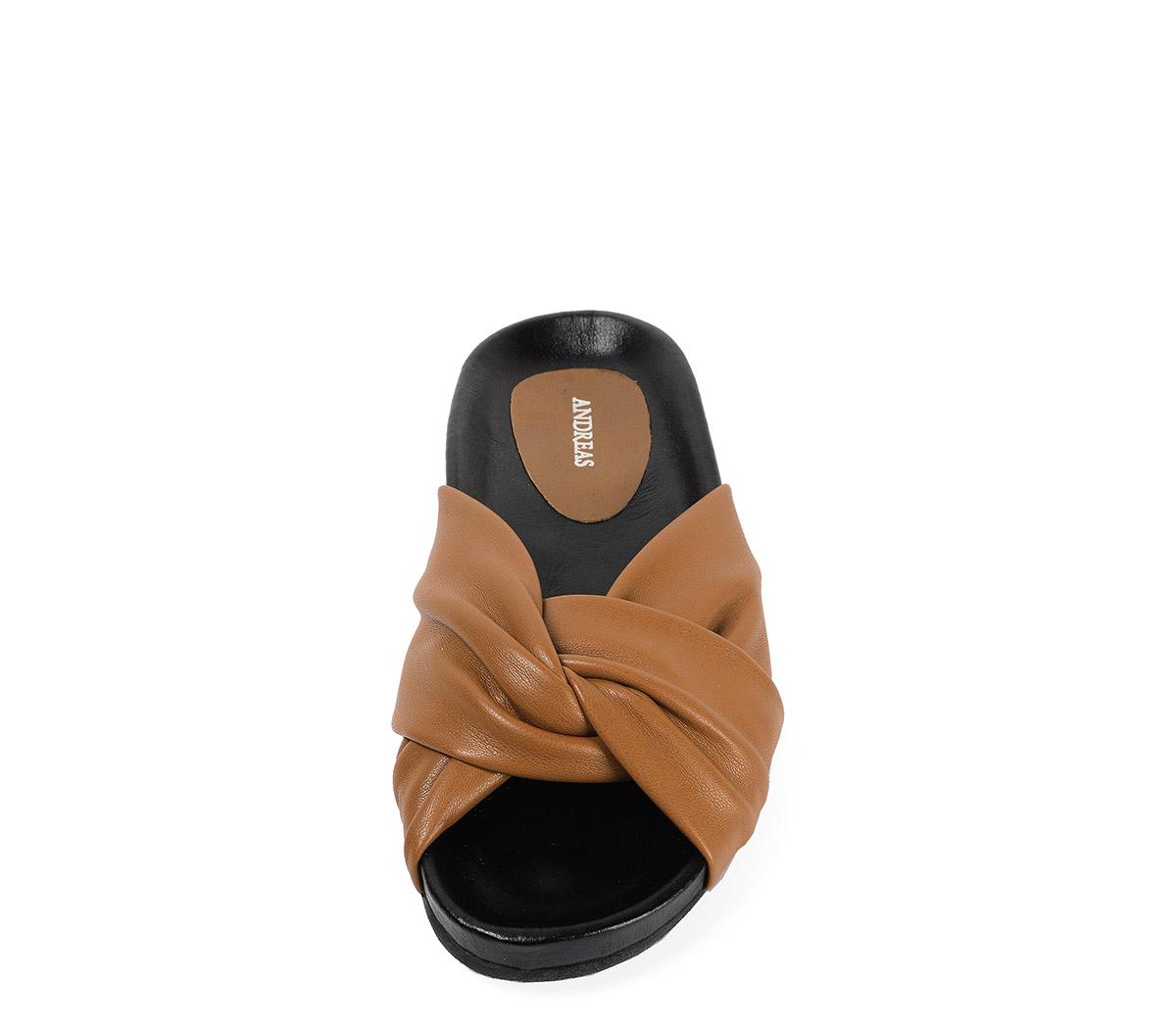 Ref. 3891 Sandalia piel cuero con detalle nudo en la pala. Plantilla piel anatomica.