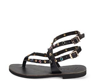 Ref. 3895 Sandalia piel negro con tiras y detalle brillantes de colores y tachas doradas. Dos hebillas al tobillo doradas.