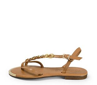 Ref. 3897 Sandalia piel negra con tira cruzada y detalles dorados. Hebilla al tobillo dorada.