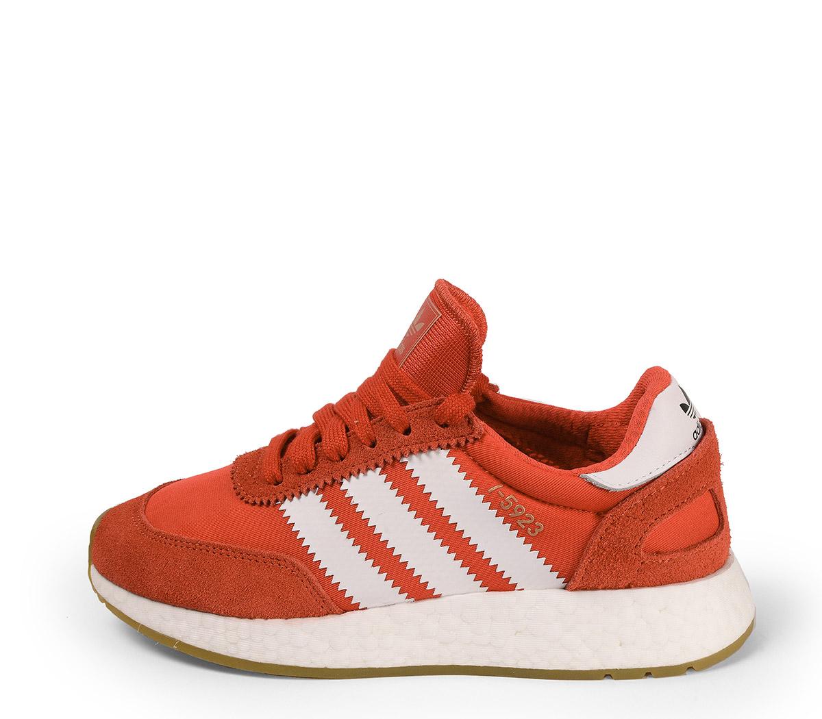 Ref. 3902 Adidas I-5923 combinado serraje y tela roja con detalles en blanco. Suela blanca. Cordones al tono con punta metálica.