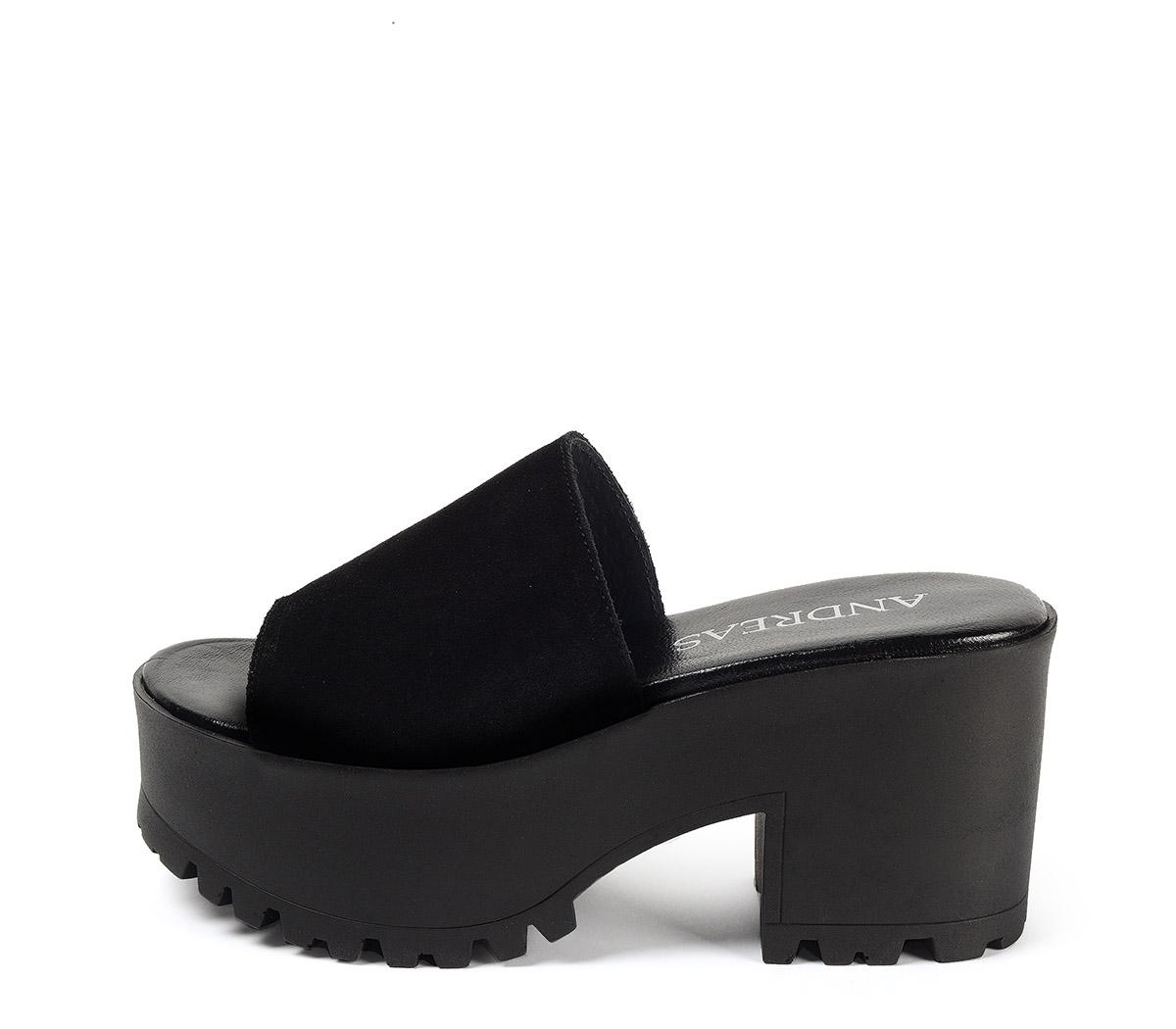 Ref. 3906 Sandalia serraje negro con pala. Altura tacón 8.5 cm y plataforma delantera 5 cm. Plantilla acolchada de piel.