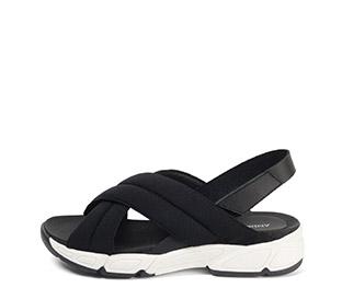Ref. 3911 Sandalia licra negra con pala cruzada y pulsera detras del tobillo de piel. Plantilla antomica. Suela goma combinada blanco y negro.