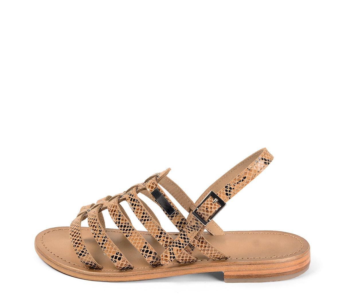 Ref. 3985 Sandalia piel marrón con grabado serpiente beige. Tipo romana. Con tira al tobillo y hebilla plateada. Plantilla de piel.