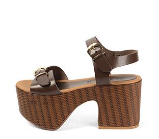 Ref. 4000 Sandalia piel marrón con detalle de doble hebilla dorada. Pulsera al tobillo. Altura tacón 9.5 cm y plataforma delantera 7.5 cm. - Ítem1