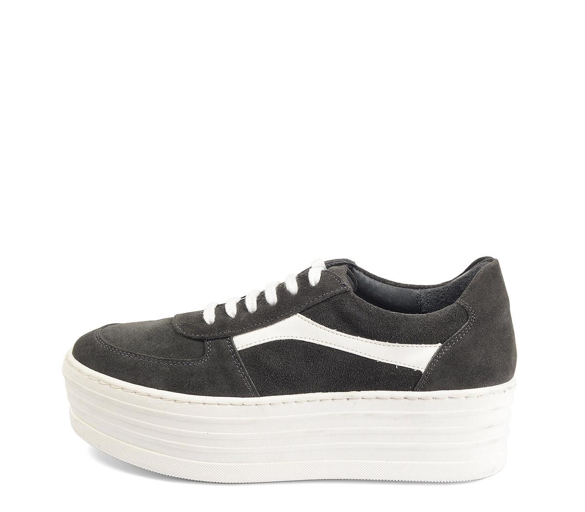 Ref. 4025 Sneaker serraje gris con detalle en piel blanca. Plataforma blanca de 5 cm.
